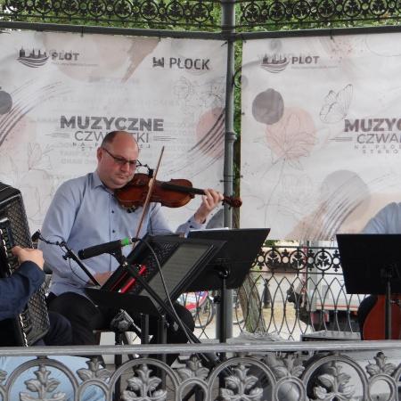 1.07.2021 Muzyczne Czwartki na Płockiej Starówce - Niezapomniane Melodie_3
