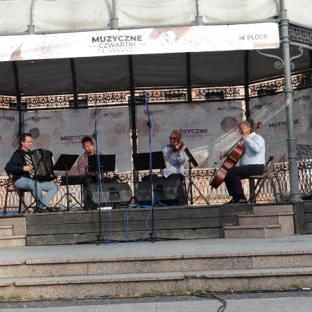 1.07.2021 Muzyczne Czwartki na Płockiej Starówce - Niezapomniane Melodie_7