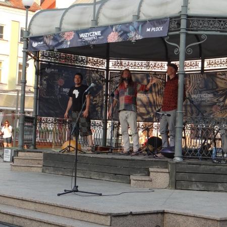 13.08.2020 Muzyczne czwartki na płockiej starówce - Wielbłądy Trio
