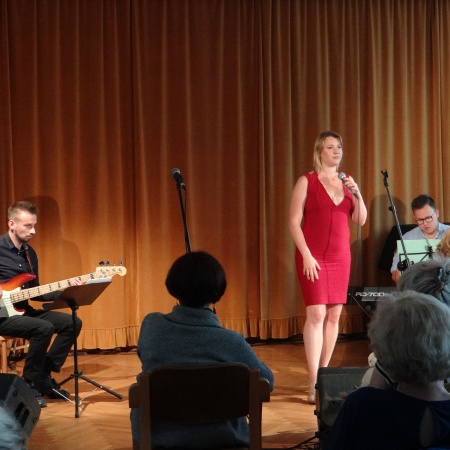 Muzyczne czwartki na płockiej starówce - Adela Konop Trio_2