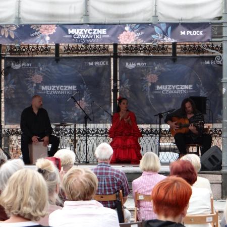 Muzyczne Czwartki na płockiej starówce - Flamenco Trio_4