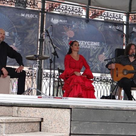 Muzyczne Czwartki na płockiej starówce - Flamenco Trio_8